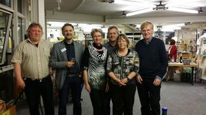 Die VeranstalterInnen (v.r.): Peter Bathke (Rosa-Luxemburg-Stiftung RLP), Hildegard Braun (DGB-Frauen), Jürgen Locher (DGB-Kreisvors.), Marga Voigt (Autorin), Stefan Meisel (Leiter Stadtbibliothek), Volker Metzroth (DGB-Pressesprecher)