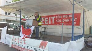 DGB-Kreisvorsitzender Jürgen Locher bei der Begrüßung