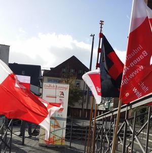 Flaggen auf dem Weg zum Thesenanschlag